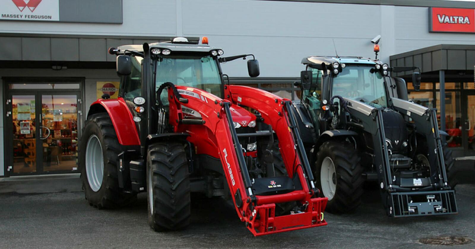 Valtra og Massey Ferguson haler inn på erkerivalen fra Felleskjøpet med et supert salg i august. Samla sett står de to Eik-merkene for over 40 prosent av traktorsalget i Norge! (Foto: Arkivfoto, Traktor)