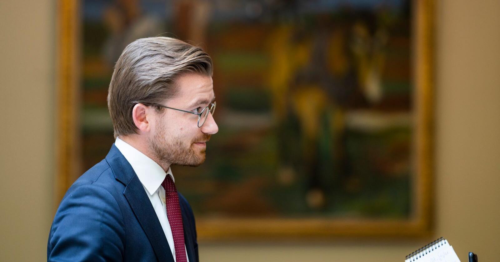 Klima- og miljøminister Sveinung Rotevatn (V) etter Stortingets muntlige spørretime onsdag. Foto: Håkon Mosvold Larsen / NTB scanpix
