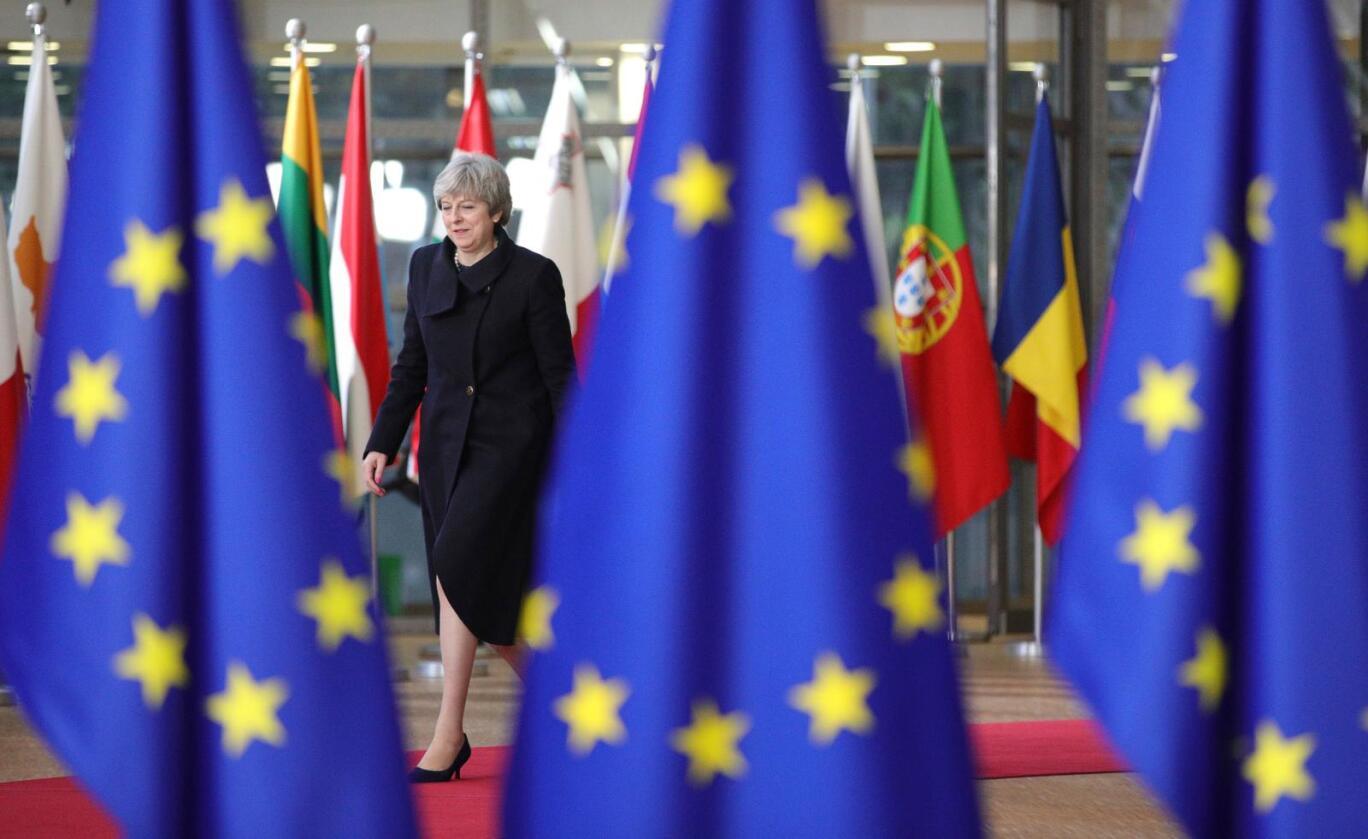 Storbritannias statsminister Theresa May på EU-toppmøtet i Brussel torsdag. Fredag fikk hun ikke være med – da skulle de øvrige lederne nemlig diskutere forhandlingene med henne. Foto: Olivier Matthys / AP / NTB scanpix