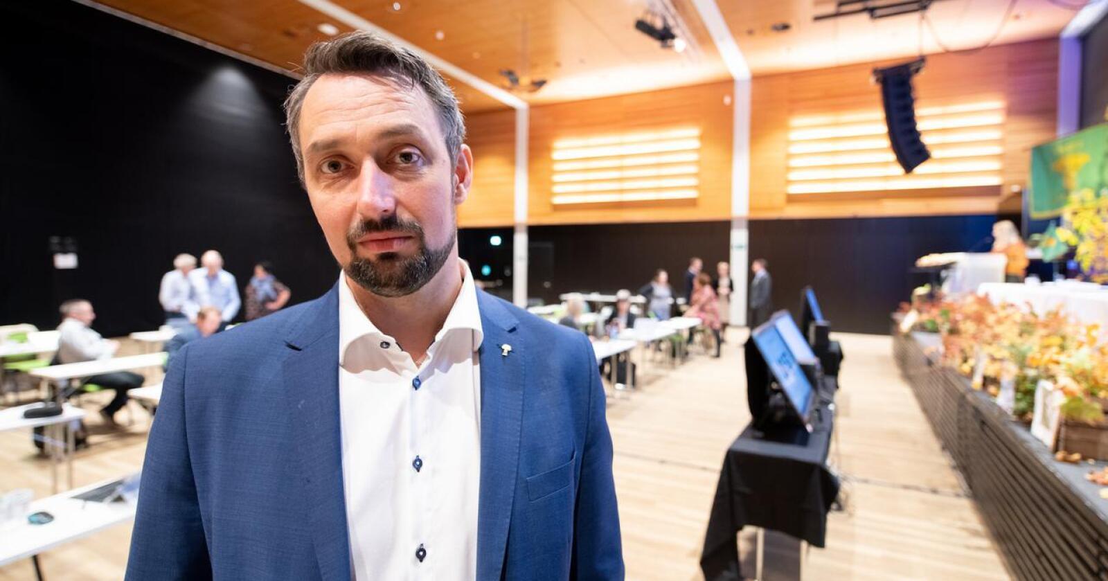 John-Erik Skjellnes Johansen styremedlem i Norges Bondelag fra Nordland er misfornøyd med at de ikke blir gitt fellingstilltaelse på flere bjørner i Nord. Foto: Vidar Sandnes