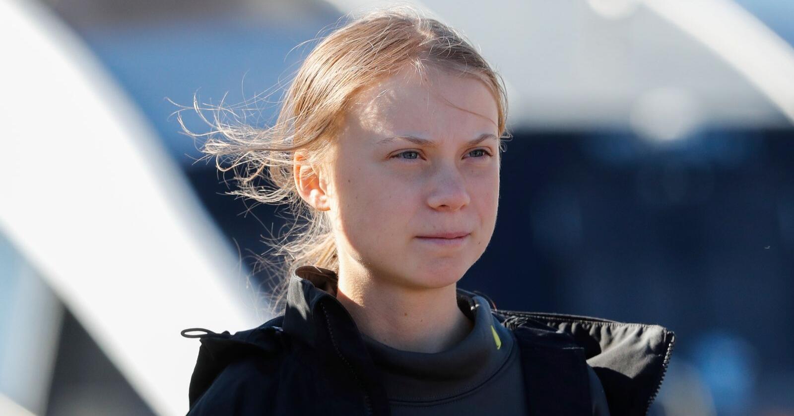 16 år gamle Greta Thunberg ankom denne uken Europa etter å ha seilt over Atlanterhavet fra USA. Nå hylles hun av den islandske artisten Björk. Foto: Armando Franca / AP / NTB scanpix
