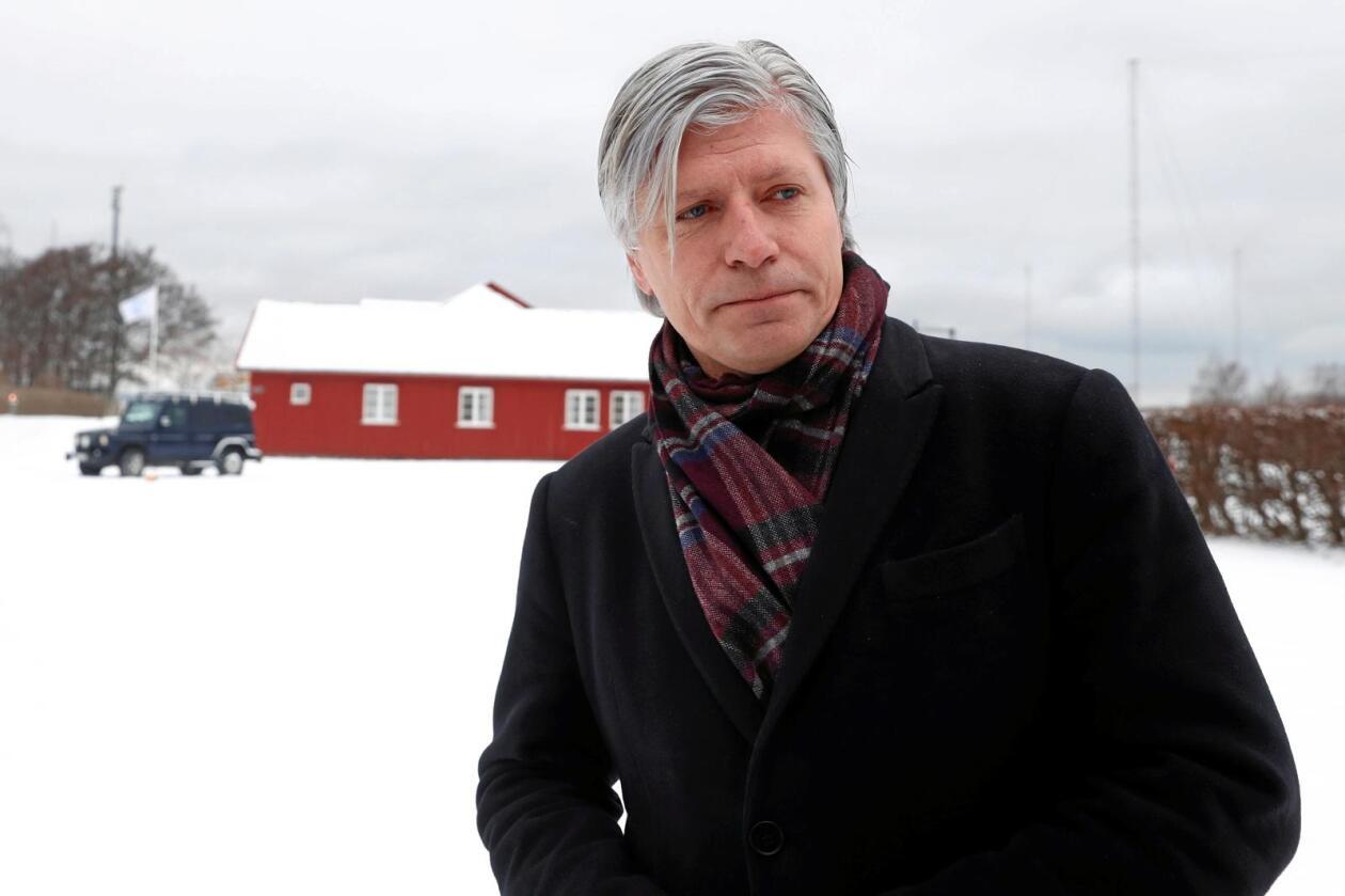 Ola Elvestuen er nestleder og miljøpolitisk talsmann i Venstre. Her snakker han med pressen i forbindelse med regjeringsforhandlingene på Jeløya fredag. Foto: Terje Pedersen / NTB scanpix
