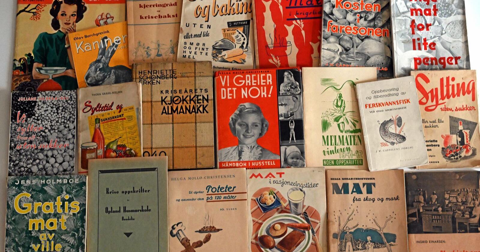 Utgått på dato? Disse litterære klenodiene fra 2. verdenskrig kan fortelle oss ganske mye om hvordan livet artet seg her i landet sist det var harde tider, mener redaktøren i Mat fra Norge. Foto: Per A. Borglund