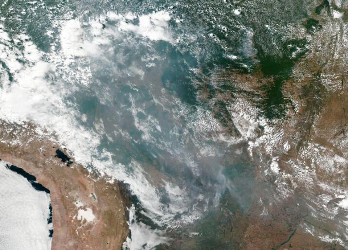 Satellittbilder viser brannene i Amazonas. Nå sier flere land at de vil stemme mot en handelsavtale mellom EU og Mercosur med mindre Brasil gjør mer for å bevare den viktige regnskogen. Foto: NASA / AP / NTB scanpix