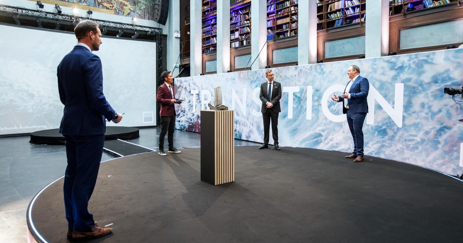Kronprins Haakon delte ut Heyerdahlprisen. Foto: Rederiforbundet.