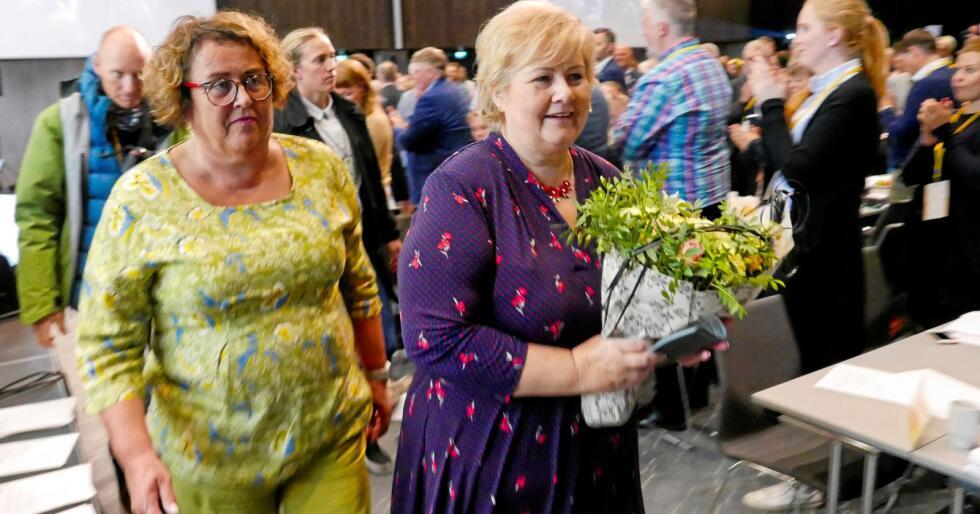La ned pelsnæringa: Landbruks- og matminister Olaug Bollestad og statsminister Erna Solberg. Foto: Marius Helge Larsen / NTB Scanpix