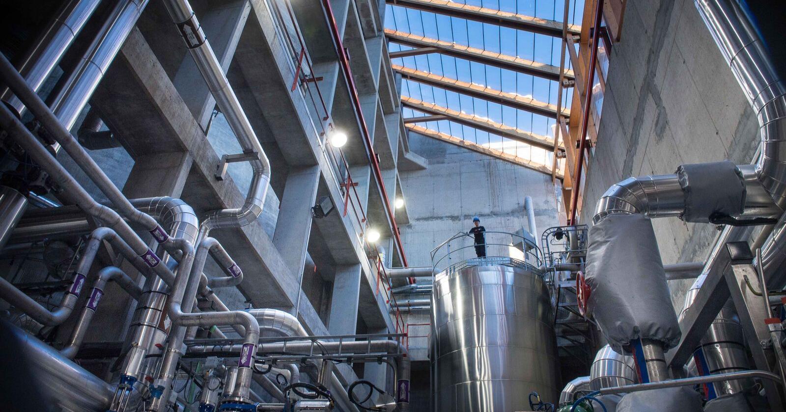Norges største vannrenseanlegg, VEAS, leverte i fjor slam til 68 bønder. Foto: VEAS