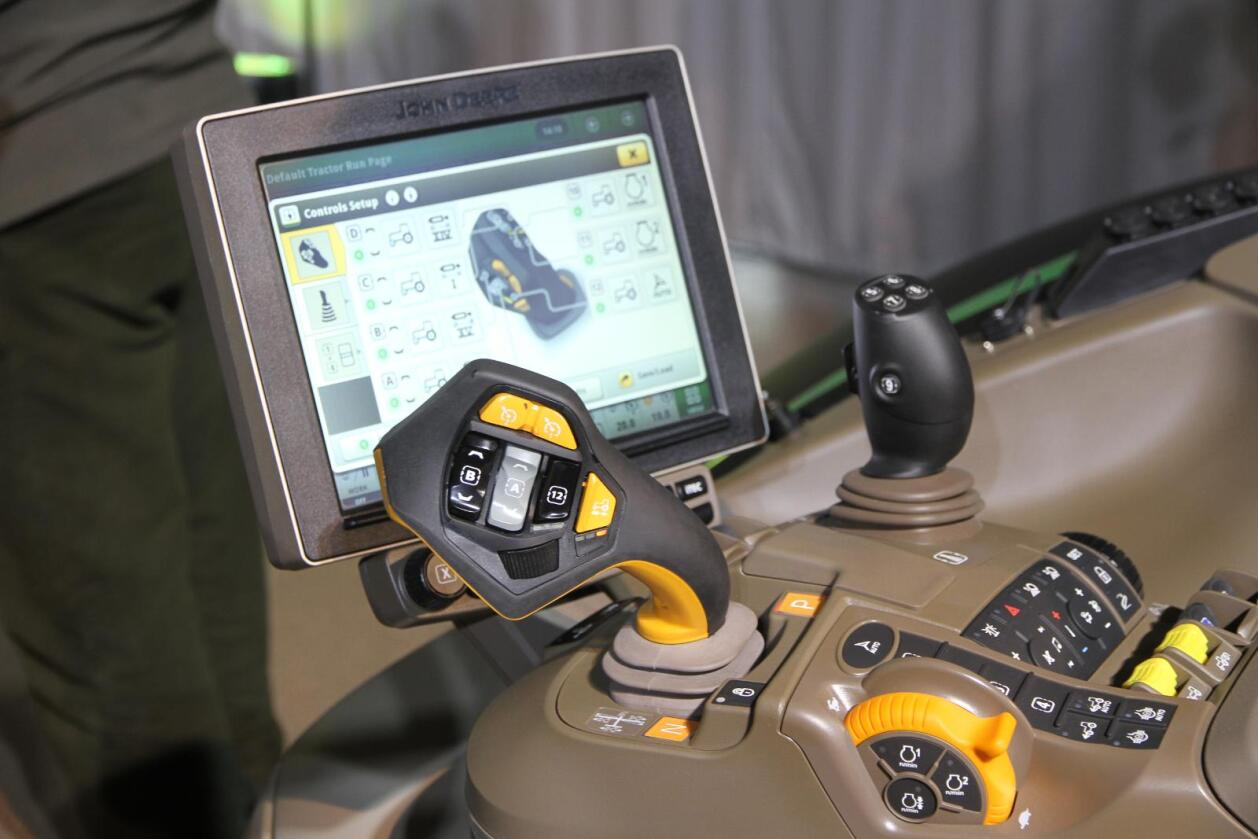 Interessen for knapper, skjermer og tilleggsutstyr er stor hos norske traktorkunder. (Illustrasjonsfoto: Espen Syljuåsen)