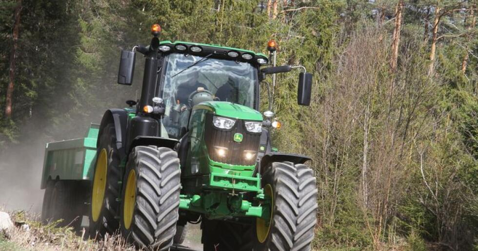 Fosser fram: John Deere feirer jubileet sitt med å rykke fra resten av feltet på registreringsstatistikken. Arkivfoto: Traktor