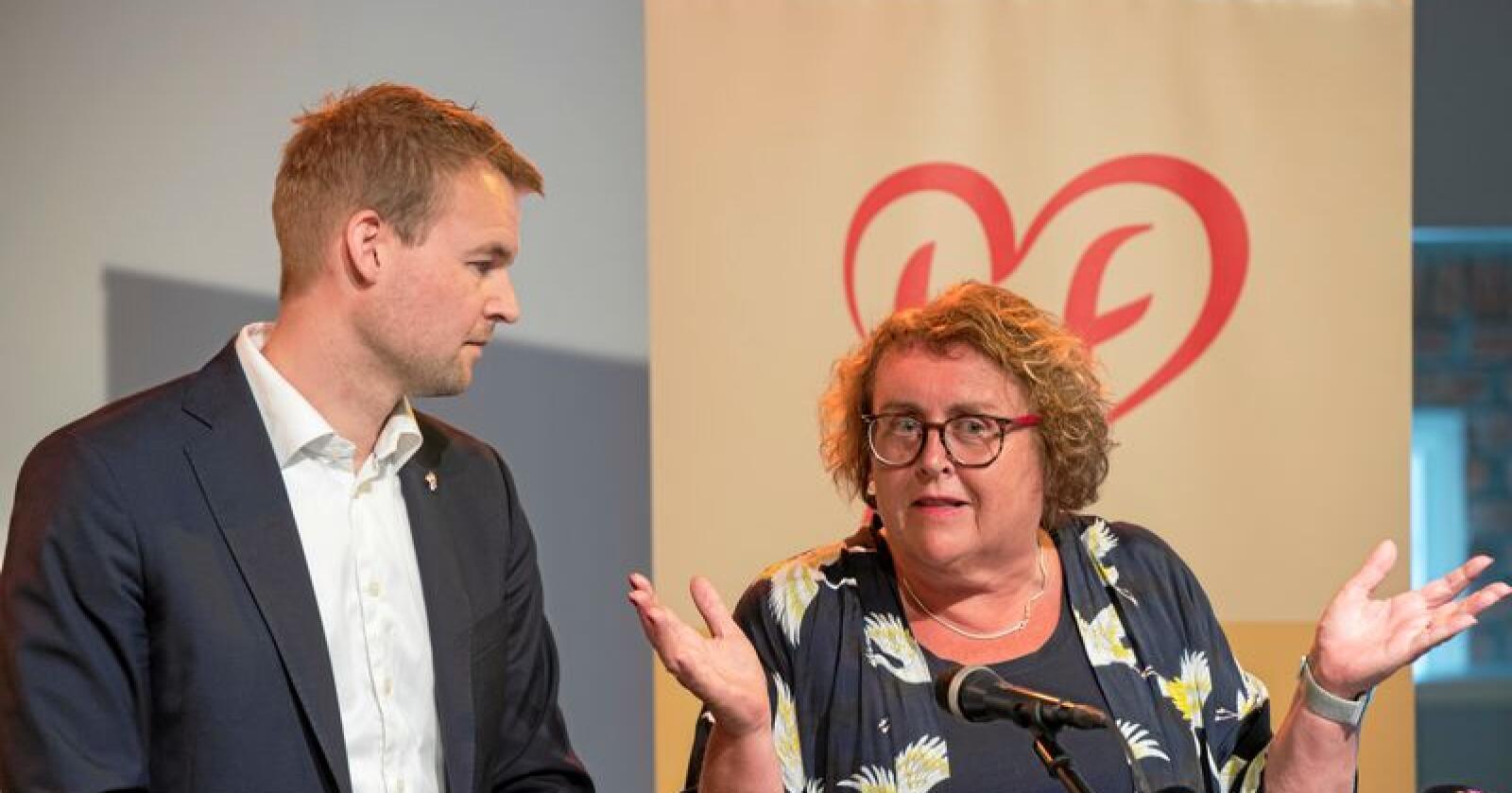Olaug Bollestad, her med KrF-leder Kjell Ingolf Ropstad, forstår ikke hva Sp-politiker Geir Pollestads pelsbondeplan er, skriver hun. Foto: Vidar Ruud / NTB scanpix