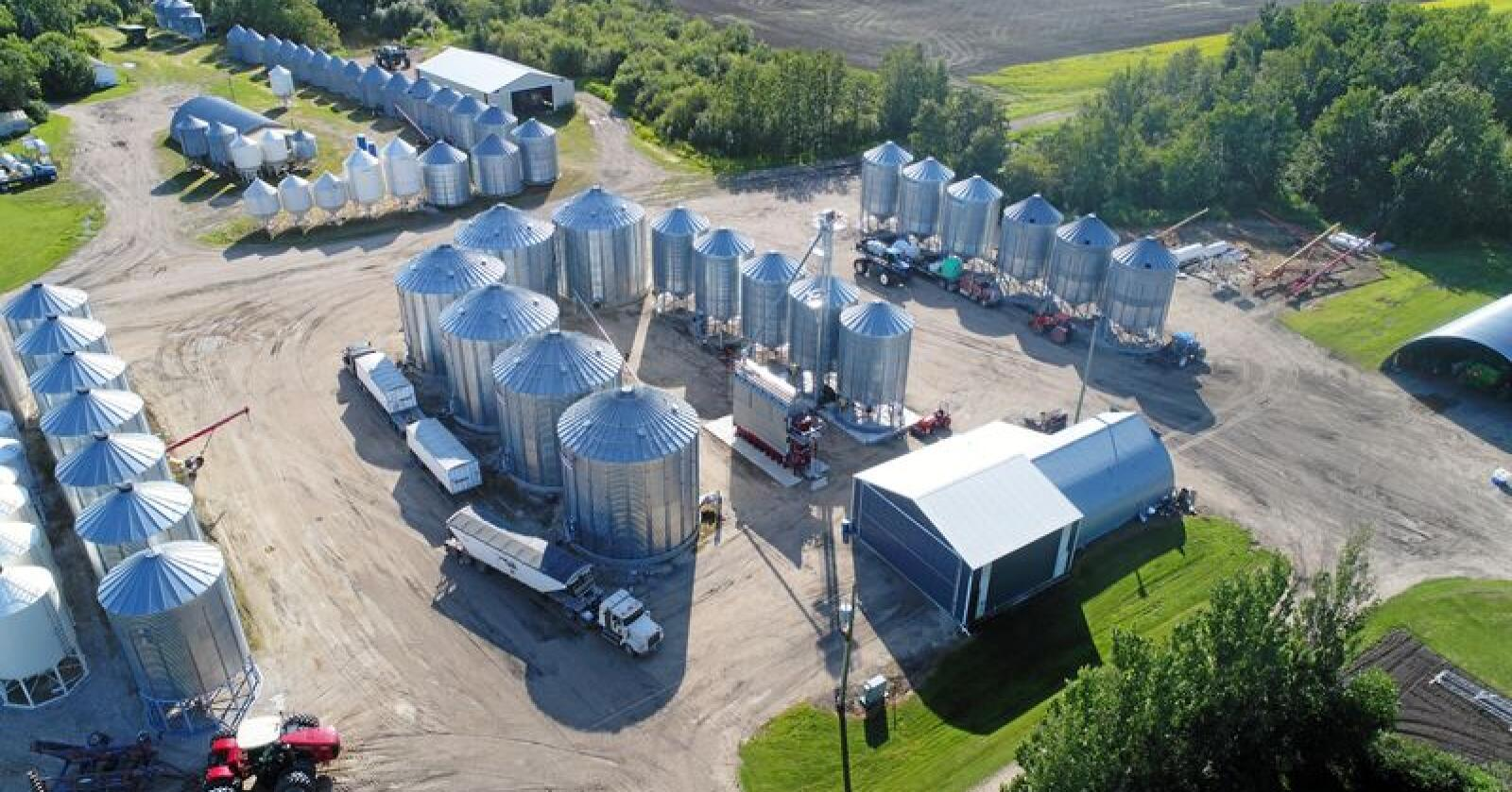"""Landbrukseiendommen """"The Pas"""" består av tre ulike gårdsbruk som kom på markedet samtidig. Foto: Darren Sander"""