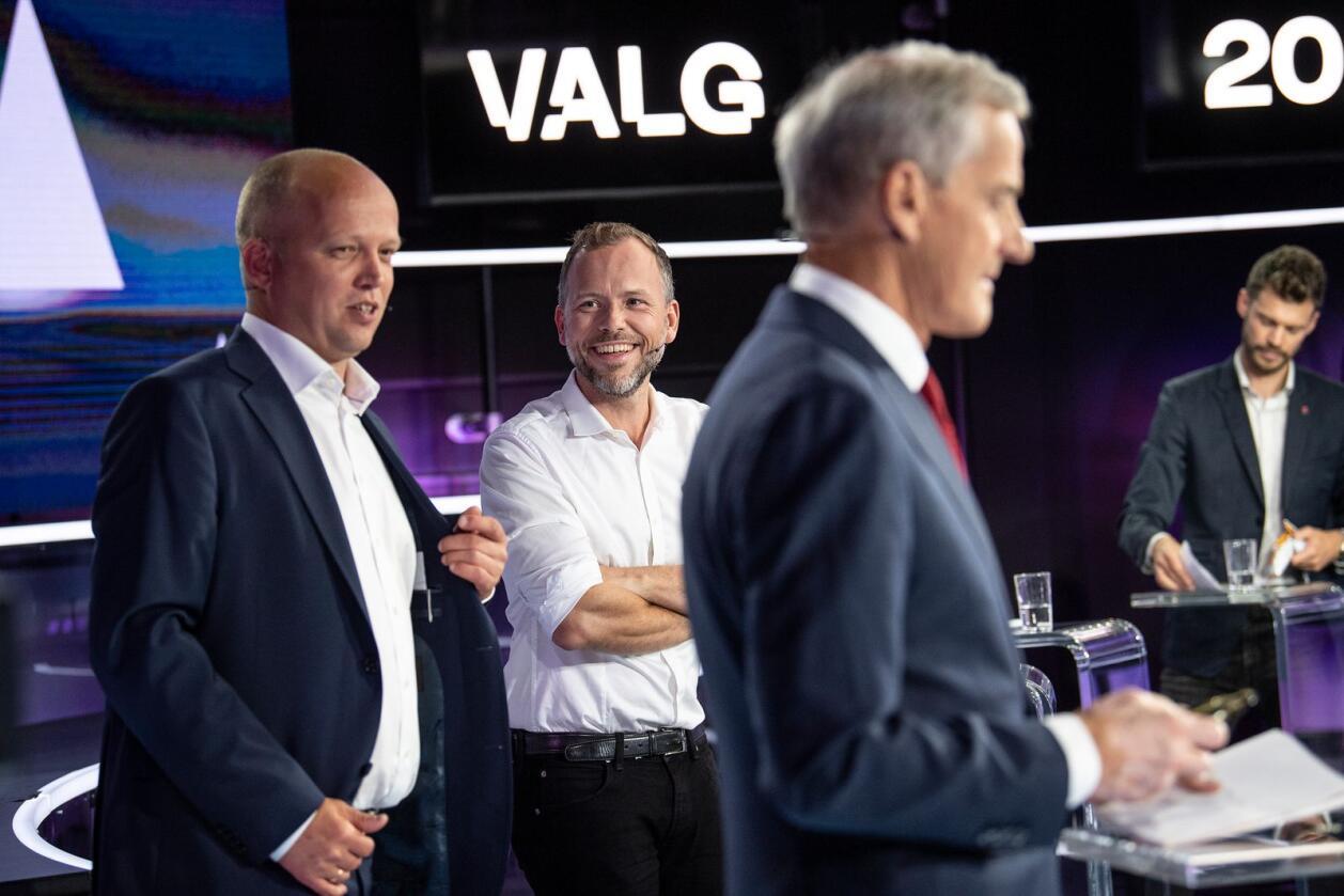 Sjefen: Jonas Gahr Støre blir ny statsminister, ut fra de siste meningsmålingene. Men det kan bli på Rødt og Bjørnar Moxnes' (bak) nåde. Foto: Marit Hommedal / NTB