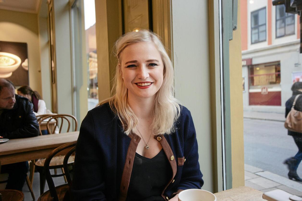 Fornøyd: Senterungdommen-leder Ada Johanna Arnstad (24) er glad for at moderpartiet gjør det så godt på målingene om dagen. – Vi får gehør for verdiene vi står for, sier hun. Foto: Siri Juell Rasmussen