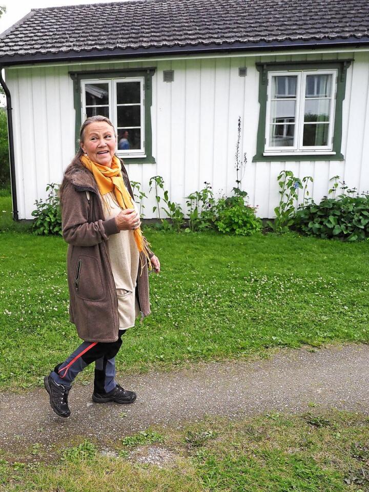Kristin Skrivervik solgte leiligheten i Oslo og fikk seg et digert tun da hun våget å ta skrittet ved å flytte til Tolga. Foto: Siri Juell Rasmussen.