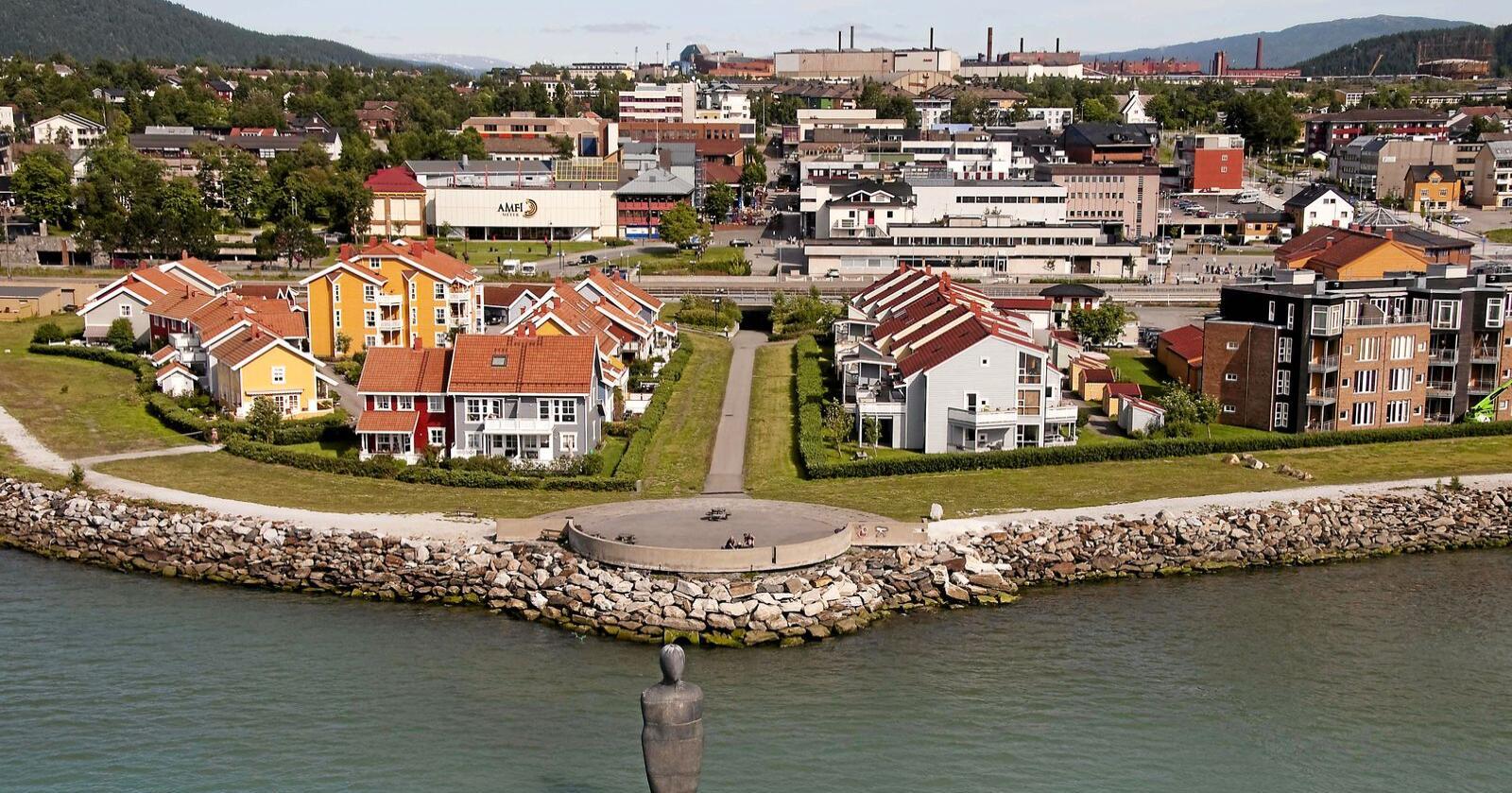Mot strømmen: For tre år siden flyttet min lille familie mot strømmen – fra et etablert liv med gode jobber som advokater og stort nettverk i Oslo til Mo i Rana. Foto: HelgelandFakta / Wikipedia