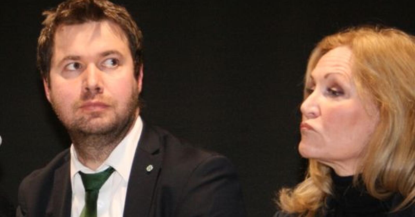 Sps næringspolitiske talsmann Geir Pollestad sammen med Pelsdyralslagets Wormdah under en debatt om pelsdyrnæringa i fjor. Foto: Bjarne Bekkeheien Aase