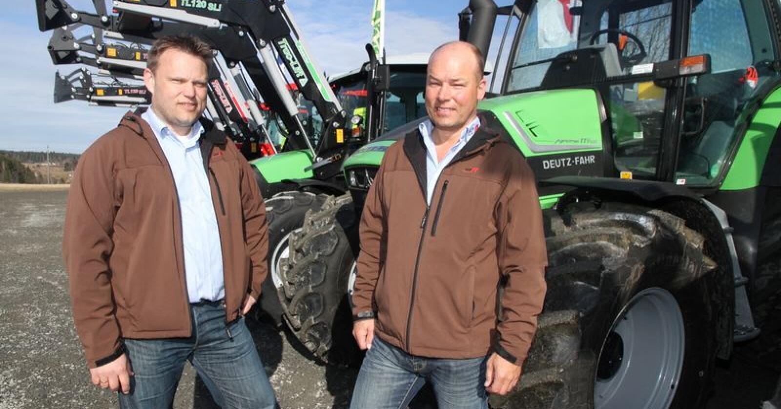 Adm.dirk. i HCP, Lars Wear og produktsjef Arne Røed er godt fornøyde med å ha fått etbablert ny forhandler i Hallingdal. (Foto: Iver Gamme)
