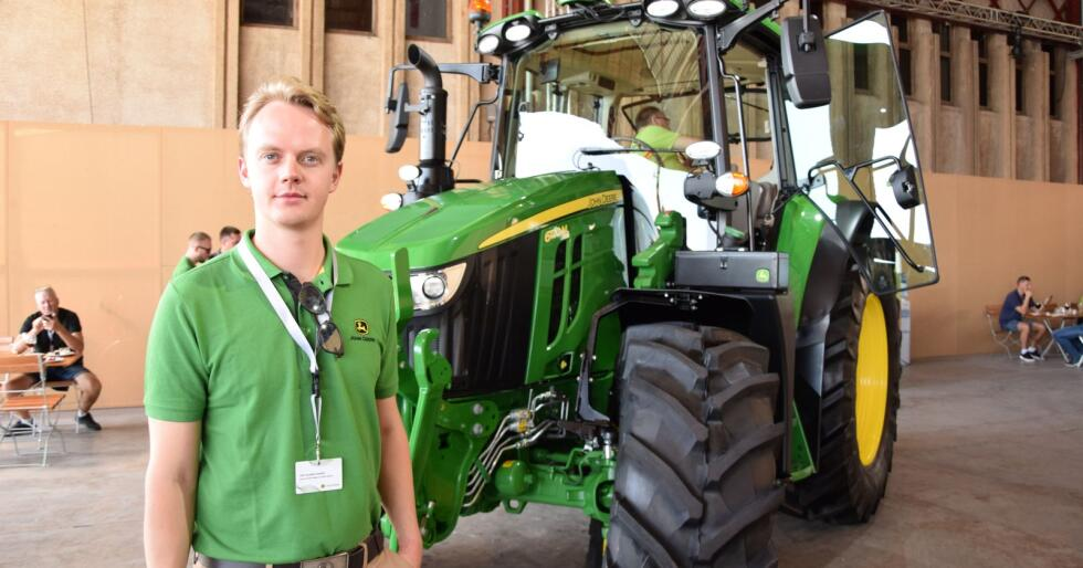 Produktsjef for John Deere-traktorer i Felleskjøpet, Tore Glærum, har stor tro på den nye 6M-modellen og gleder seg til å vise fram denne til kunder i hele landet gjennom vinteren.