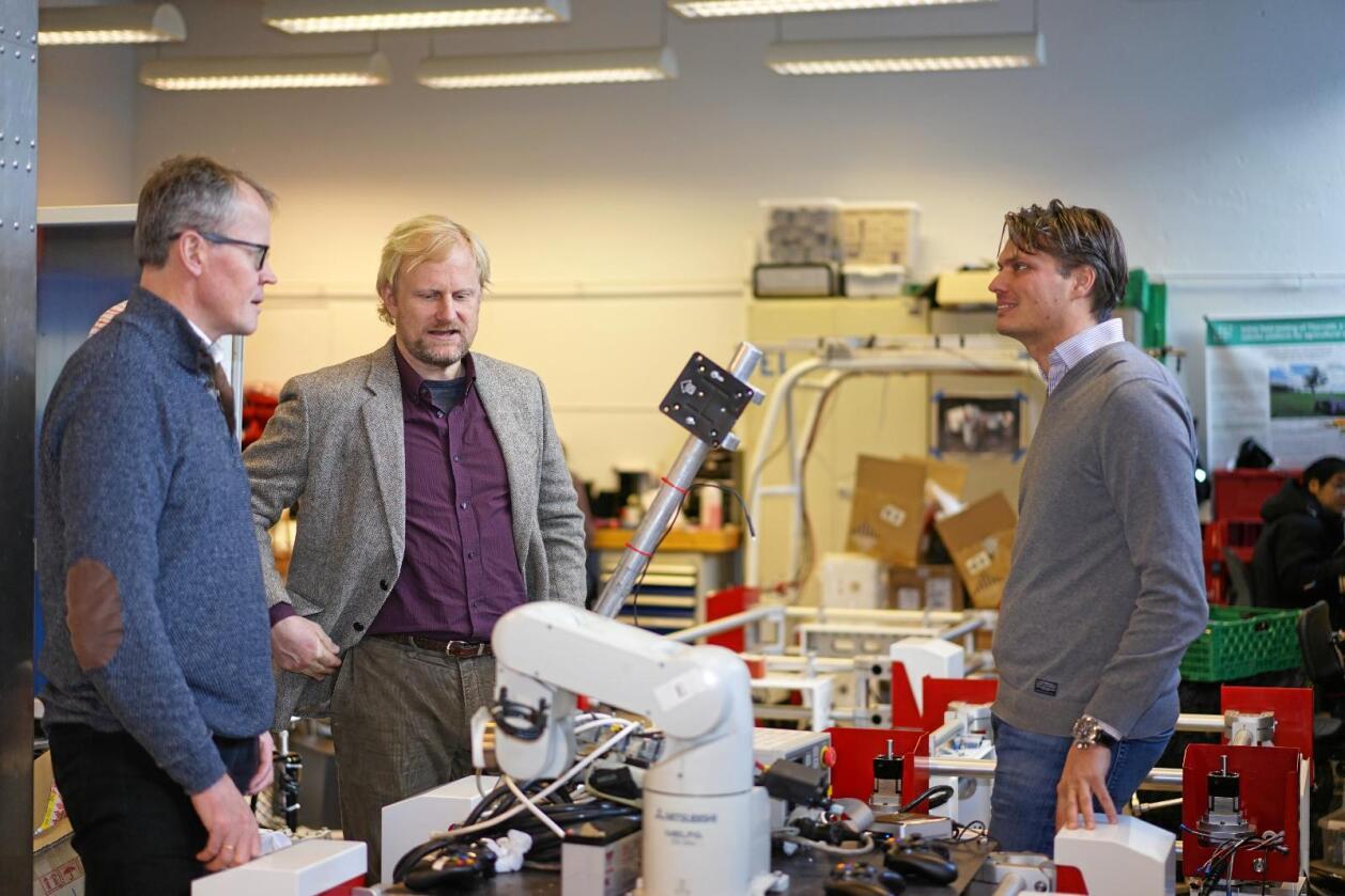 Administrerende direktør i Norsk Landbrukssamvirke Ola Hedstein (t.v.), Eirik Bøe (V) og professor ved NMBU Pål Johan From. Foto: Benjamin Hernes Vogl