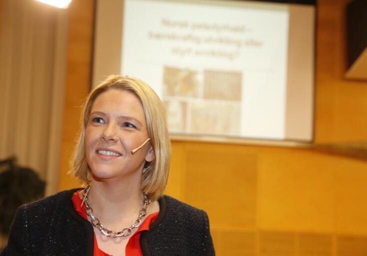 Statsråd Sylvi Listhaug opplyser at det er satt i gang en arbeidsgruppe som skal jobbe med kriminalitet mot dyr. Bildet er tatt i en annen sammenheng. Foto: NTB / scanpix