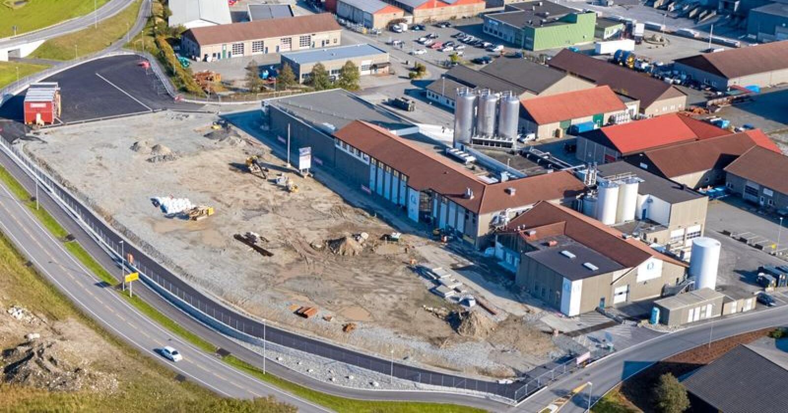Utvidar: Q-meieriene investerer 700 millionar kroner og utvidar meieriet i Klepp på Jæren med 9000 kvadratmeter til totalt 12.800 kvadratmeter. Målet er å auke frå 120 til 145 millionar liter mjølk i 2025. Foto: Glenn Sørlie
