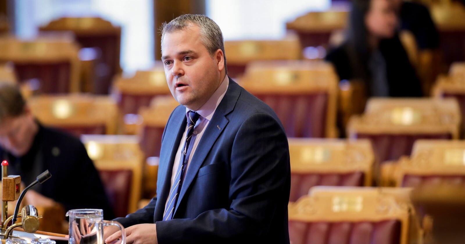 Roy Steffensen (Frp) er en av dem som i debatten i Stortinget torsdag fortalte at han har hatt det vanskelig med at partiet hans var med på å legge ned pelsdyrnæringen. Her fra en tidligere debatt. Foto: Vidar Ruud / NTB