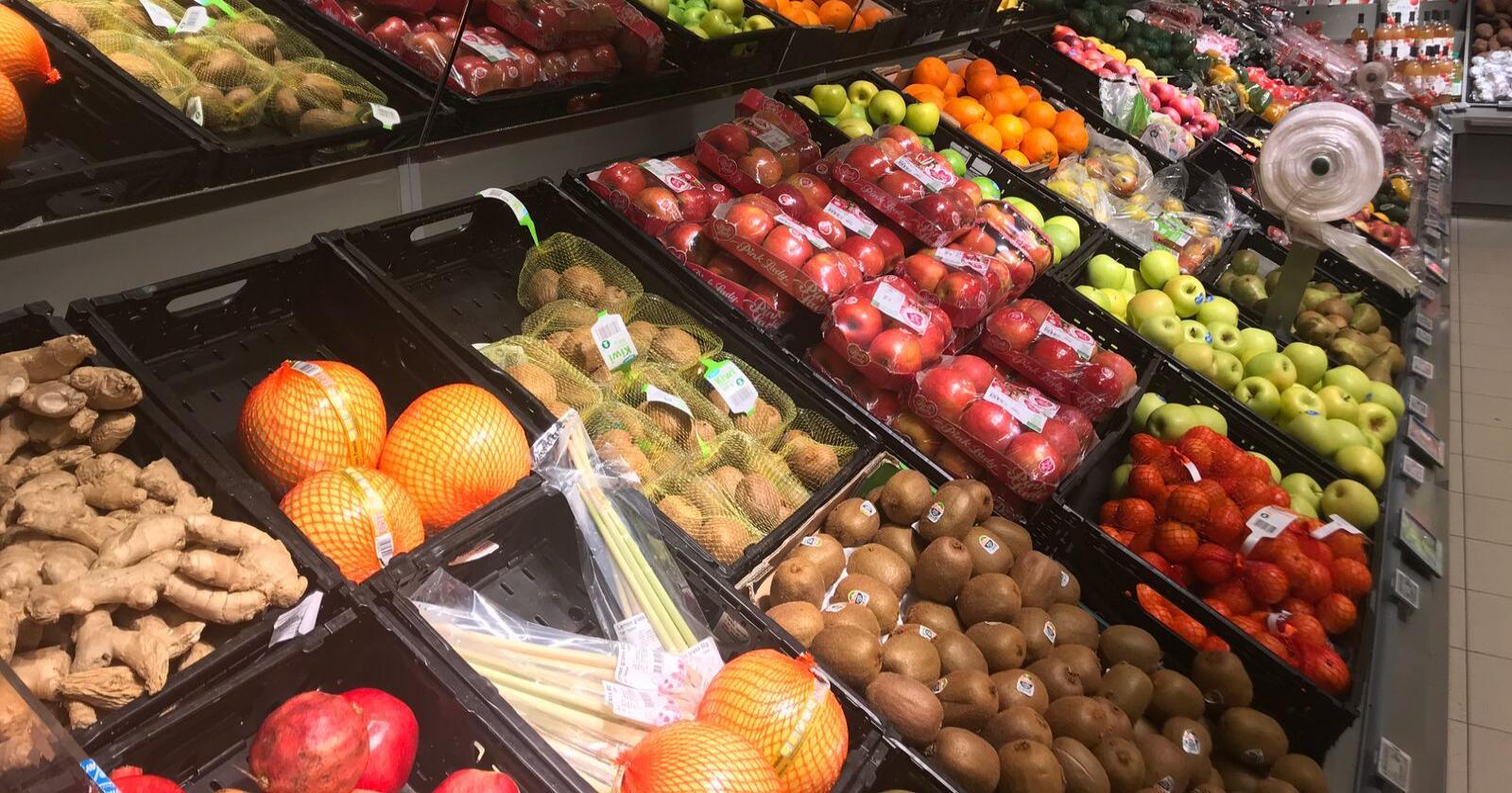 Også matvarebransjen kan bli hardt rammet av kollapsen i kronekursen under koronakrisen. Coop forventer å se kraftige prisøkninger på særlig frukt og grønt-varer. Foto: Iver Gamme