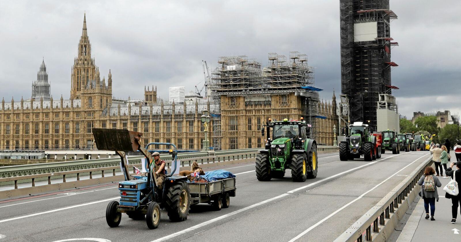 Bønder demonstrerer i London mot nye handelsavtaler de frykter skal føre til import av billigere landbruksvarer. Foto: AP Photo/Matt Dunham/NTB Scanpix