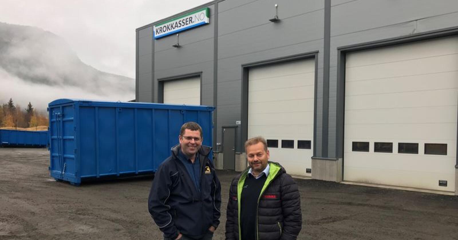 Svein Skurdal (t.v.) og Trond Arne Bredesen blir samarbeidspartnere når Lena Maskin etablerer salgs- og servicepunkt på Harpefoss fra 1. januar 2020. (Foto: Norwgian Agro Machinery)