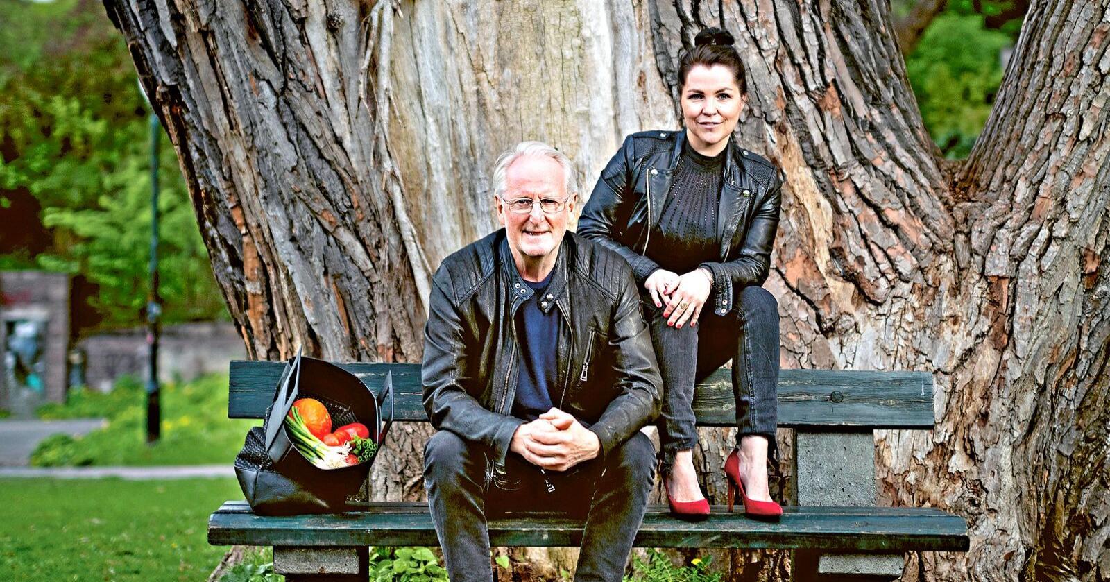 To må man være: Eyvind Hellstrøm og Anita Rennan har lagetårets beste norske kokebok. Innholdet spenner fra pasta i spinatsaus til«hangover steak». Foto: Agnete Brun/Kagge Forlag