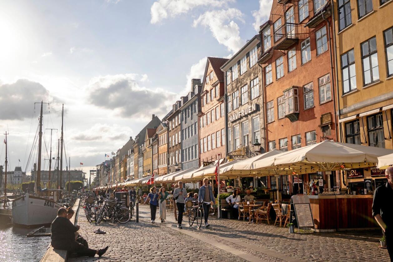 I Nyhavn i København sentrum har sommeren vært uvanlig rolig. Nå må danskene betale prisen for koronapandemien. Foto: Fredrik Hagen / NTB scanpix