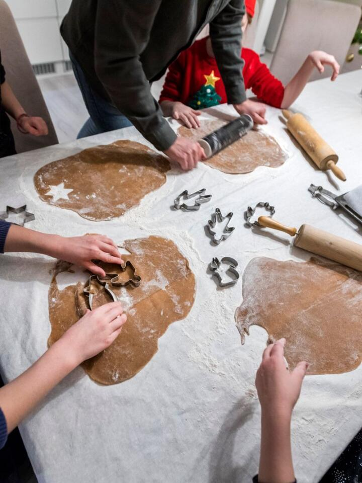 FØRJULSTRADISJON: Pepperkaker bakes ifølge en fersk undersøkelse av 36 prosent av oss. Men hvorfor ble akkurat pepperkaken mest populær? Foto: Gorm Kallestad / NTB