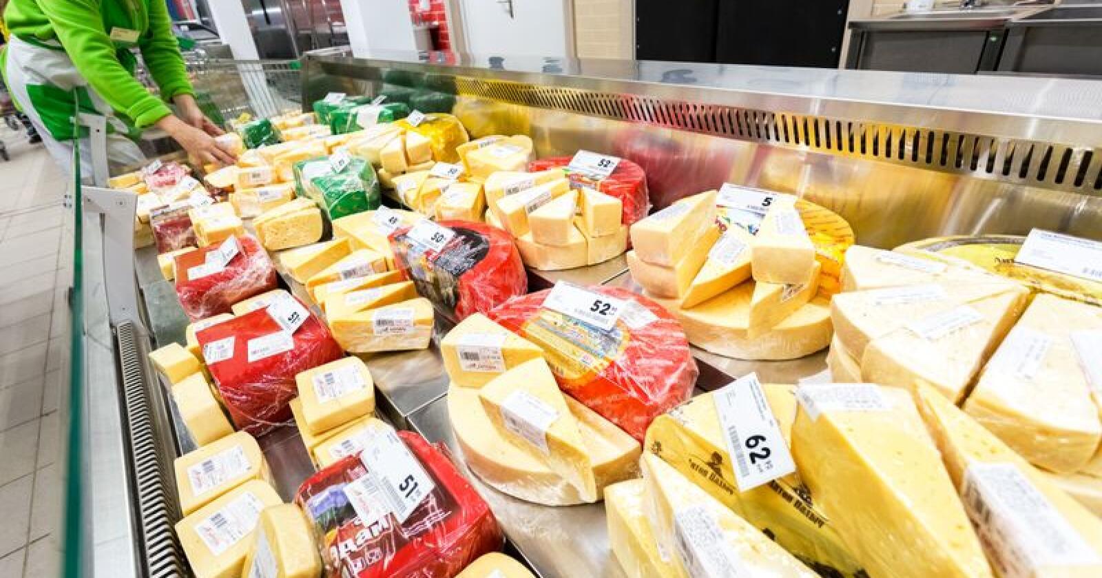 I 2012 raste debatten om ostetoll. Det året importerte Norge 9384tonn ost. I fjor importerte vi derimot 13983tonn ost. Økningen tilsvarer 46 millioner liter melk. (Foto: Alexander Blinov/Mostphotos)