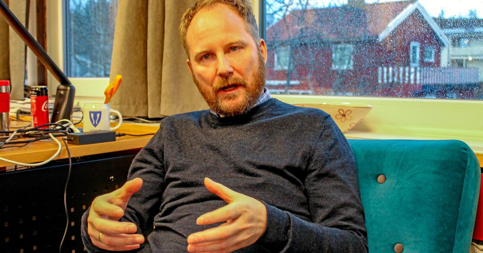 Tapte inntekter: Ordfører Remi Solberg i Vestvågøy må kutte 40 kommunale arbeidsplasser neste år. Foto: Eskild Johansen.