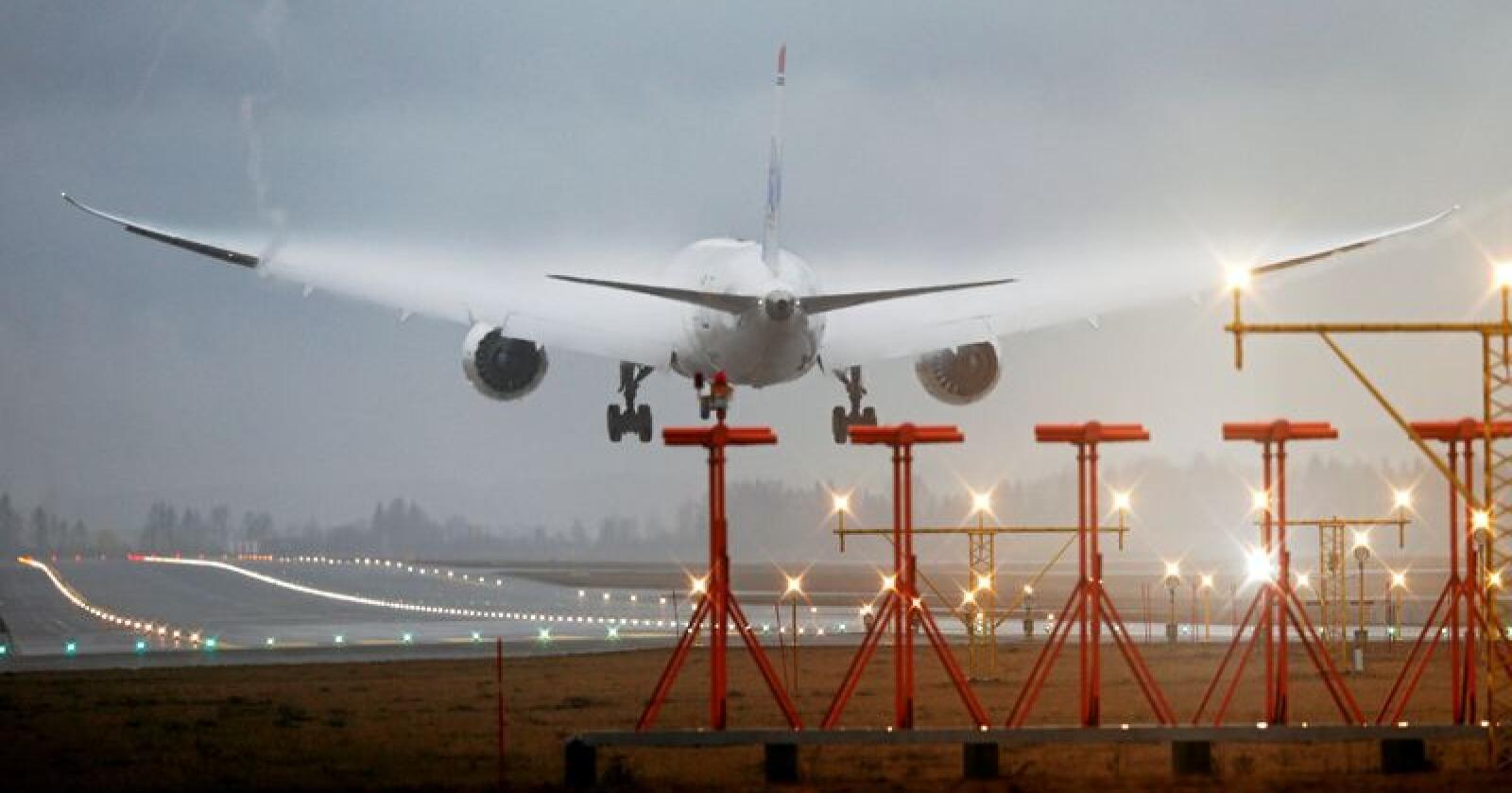 Et Norwegian-fly fra New York går inn for landing på Gardermoen. Foto: Cornelius Poppe / NTB scanpix