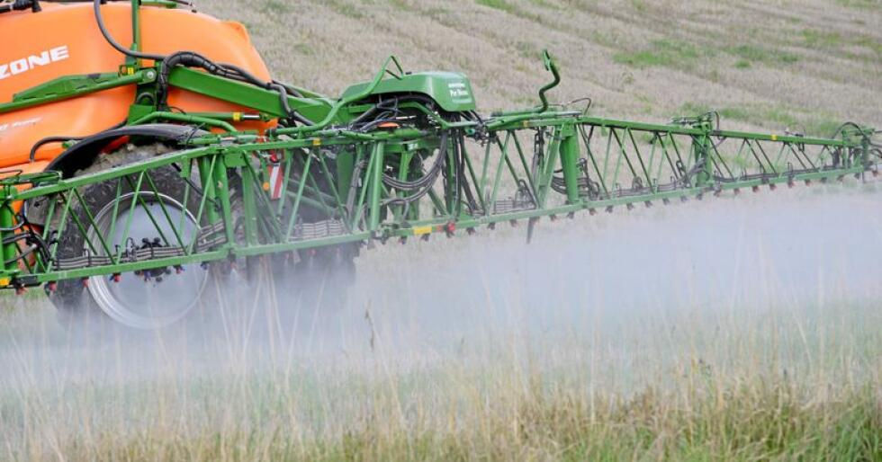 Manglar ved gjødslingsplan og manglar ved journal over plantevernmiddel førte til 575 tilfelle av avkortingar i jordbrukstilskott utbetalt i år. Foto: Mariann Tvete