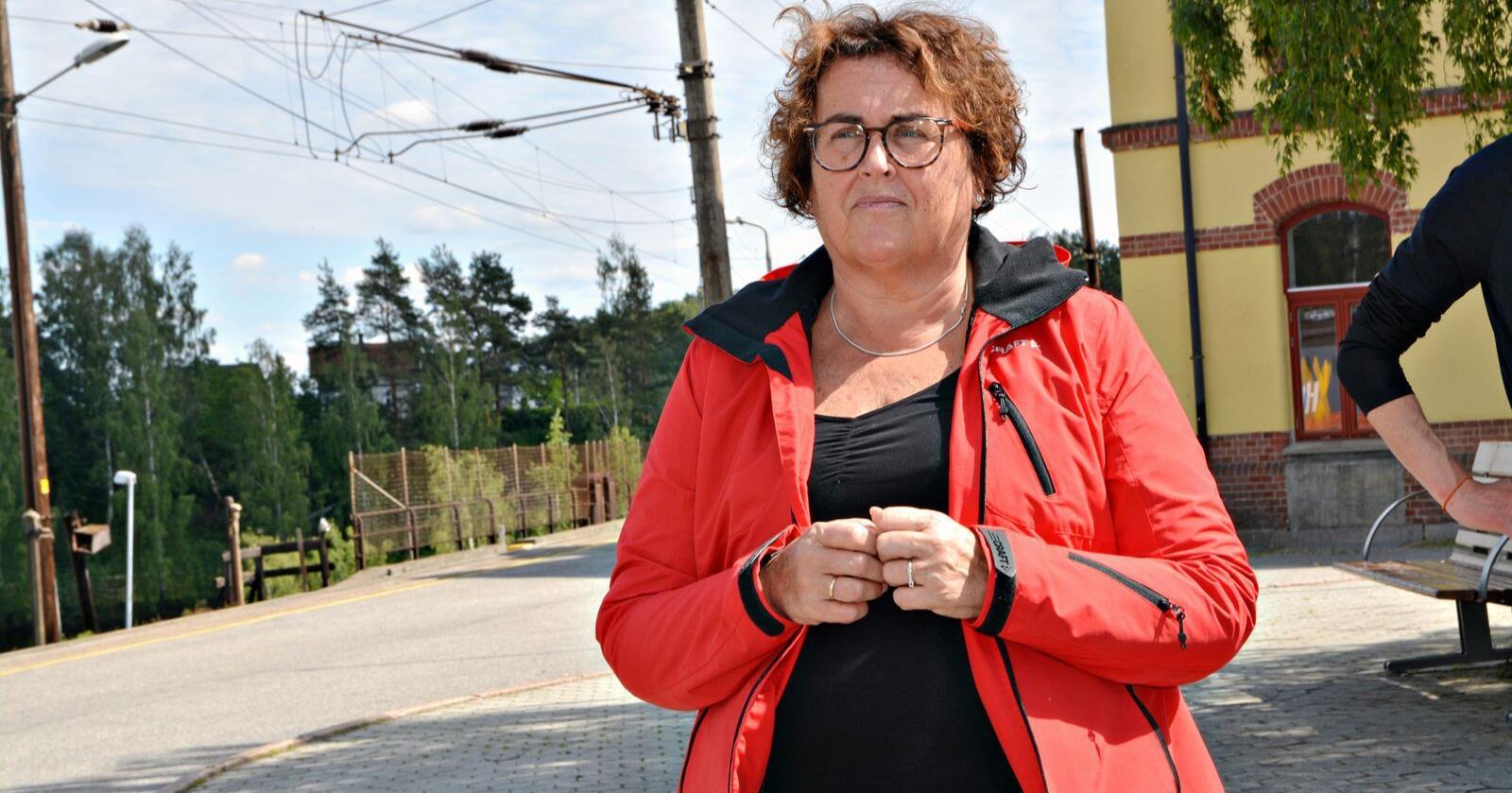Landbruksminister Olaug Bollestad sier hun ser at bøndene har kommet i en veldig ødeleggende situasjon, men vil ikke love noen hjelp. (Foto: Anders Sandbu)