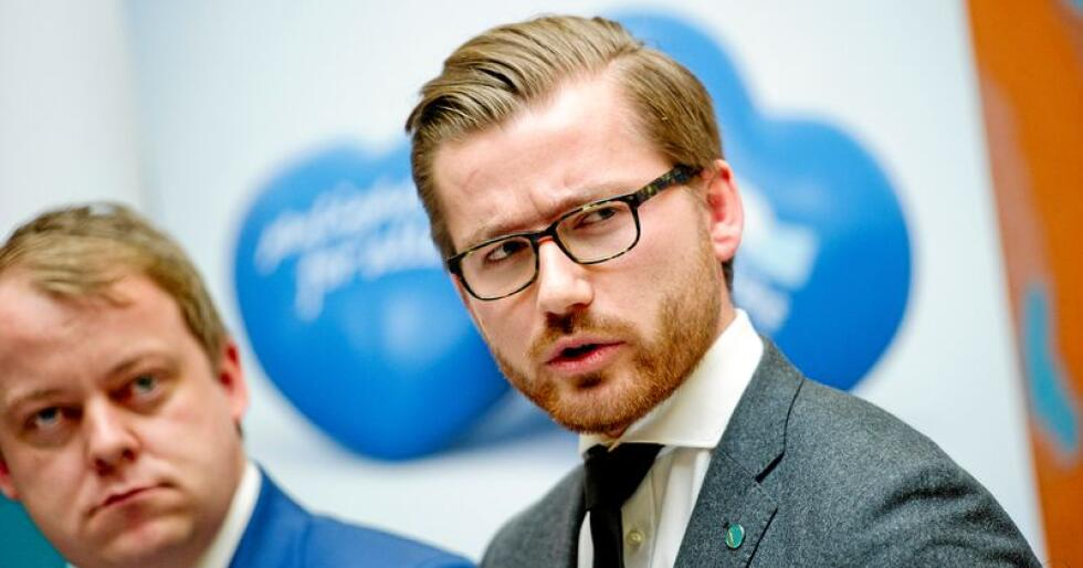 Sveinung Rotevatn (V) mener regjeringen er på god vei til å nå målene for utslippskutt i 2030. Nå vil de øke målet ytterligere. Foto: Jon Olav Nesvold / NTB scanpix