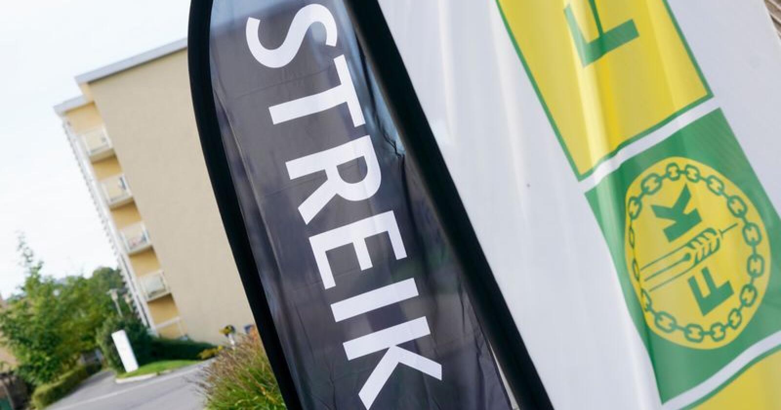 Streikende streiken startet tirsdag morgen, etter at forhandlingene ble brutt natt til tirsdag. Foto: Berit Roald / NTB scanpix