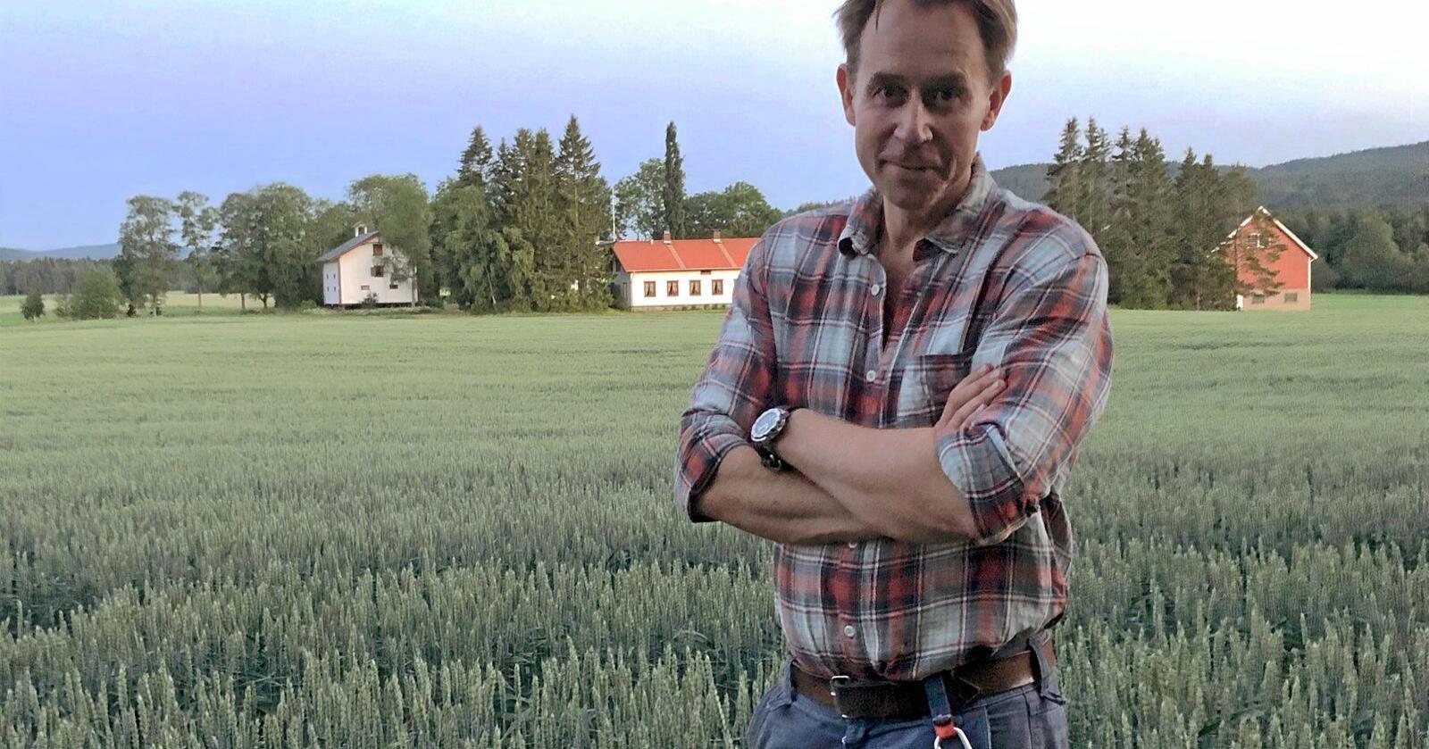 Korn- og proteinvekstprodusent Lars Jørstad Nordbye. Foto: Håkon Løvstad Nordbye
