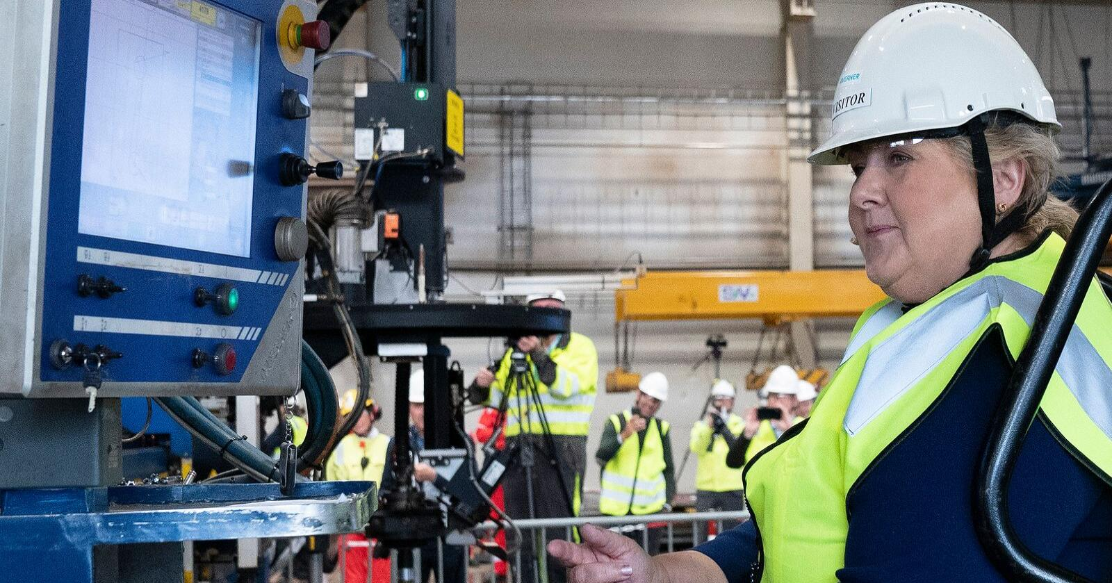 Statsminister Erna Solberg besøker Kværner Stord, der hun deltar på en markering av byggestarten for havvindprosjektet Hywind Tampen.Foto: Jan Kåre Ness / NTB