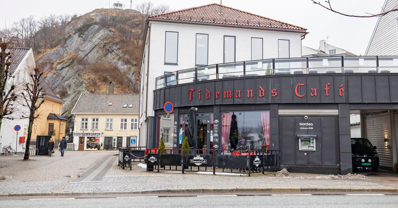 Det er et utbrudd av korona i Mandal. Utbruddet stammer fra Tidemands Café. Foto: Tor Erik Schrøder / NTB