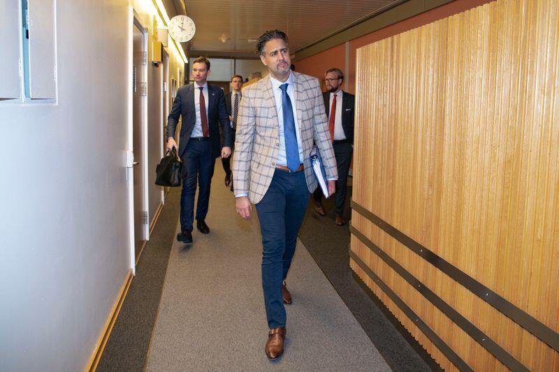 Abid Raja var sterk forkjemper for å vedta en opplysningsplikt for statsråder og statssekretærer, men stemte mot sin egen innstilling i stortingssalen.Foto: Fredrik Hagen / NTB scanpix