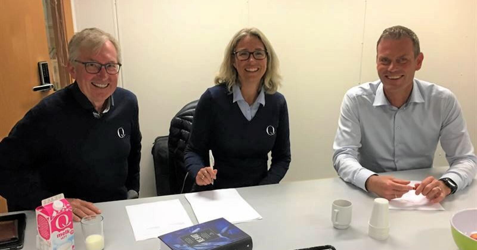 På bildet (f.v.): Administrerende direktør Bent Myrdahl i Q-Meieriene, styreleder Kristine Aasheim i Q-Meieriene og regionsdirektør Are Westbye i Veidekke Bygg.