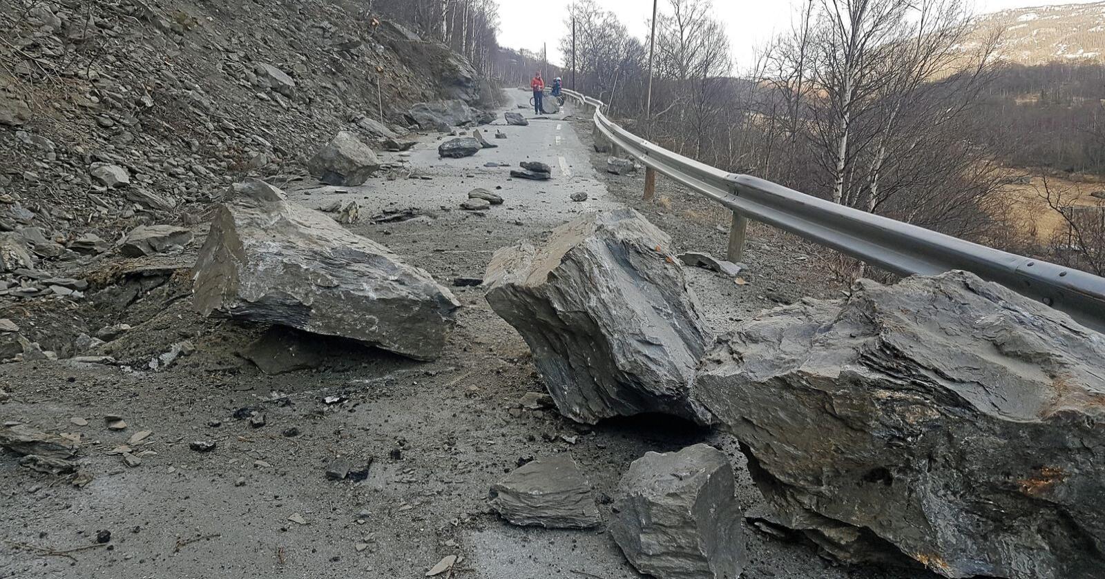 Rasfare: Det er ikkje uvanleg at det rasar på fylkesveg 2510 i Vang i Valdres. Fylkesvegen er skuleveg og arbeidsveg til dagleg. Foto: Hilde Lysengen Havro