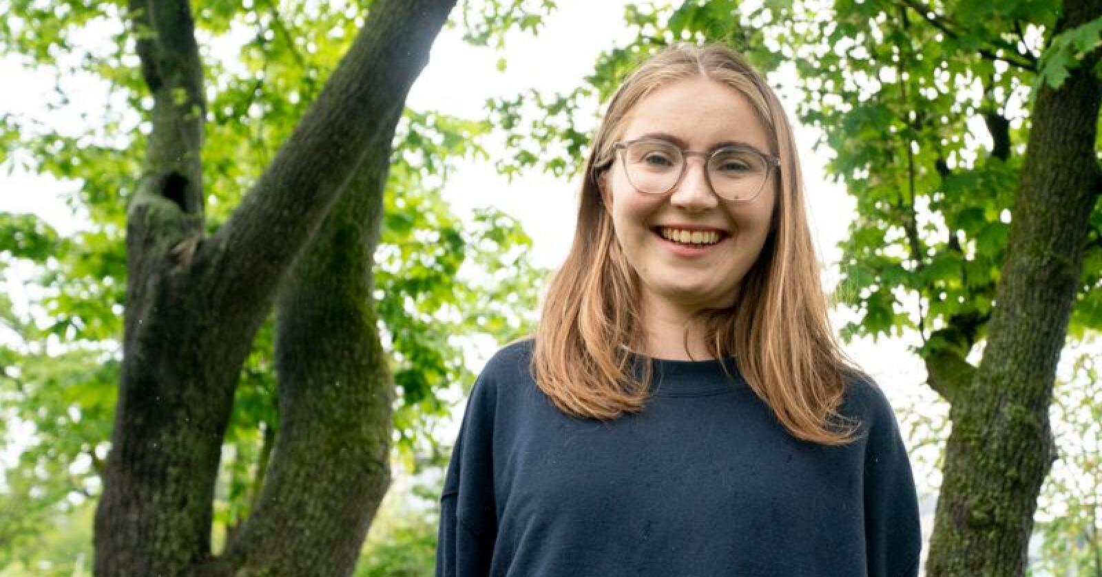 Talsperson for Grønn Ungdom, Hulda Holtvedt, tok kampen mot industriell kyllingproduksjon under MDGs landsmøte i helgen. Foto: Fredrik Hagen / NTB scanpix