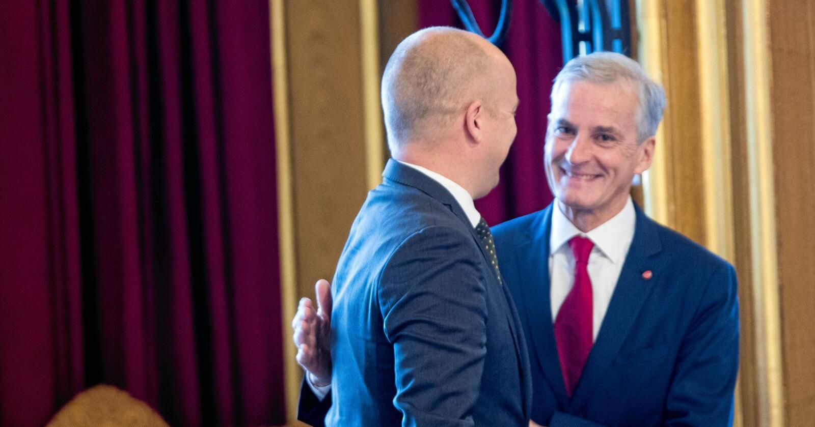 Partilederne Trygve Slagsvold Vedum (Sp) og Jonas Gahr Støre (Ap) har sine uenigheter på klimafronten. Foto: Terje Pedersen / NTB scanpix