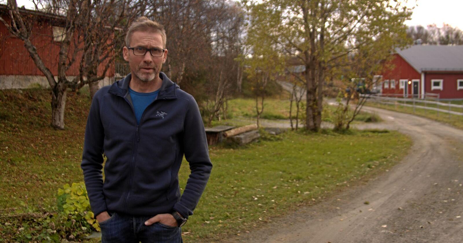 Jo Esten Trøan er leiar i Nord-Østerdal skadefellingslag, der dei har redusert timebruken frå 9000 timar, til 1000 timar. Foto: Svein Egil Hatlevik