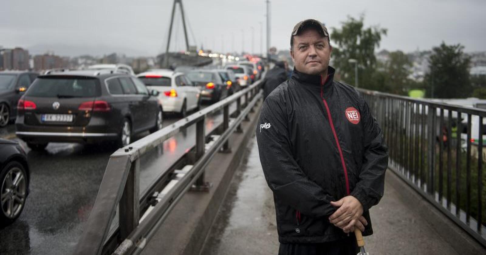 Frode Myrhol i Folkeaksjonen nei til mer bompenger under ein aksjon på bybrua mellom Stavanger og Hundvåg. Foto: Carina Johansen / NTB Scanpix / NPK