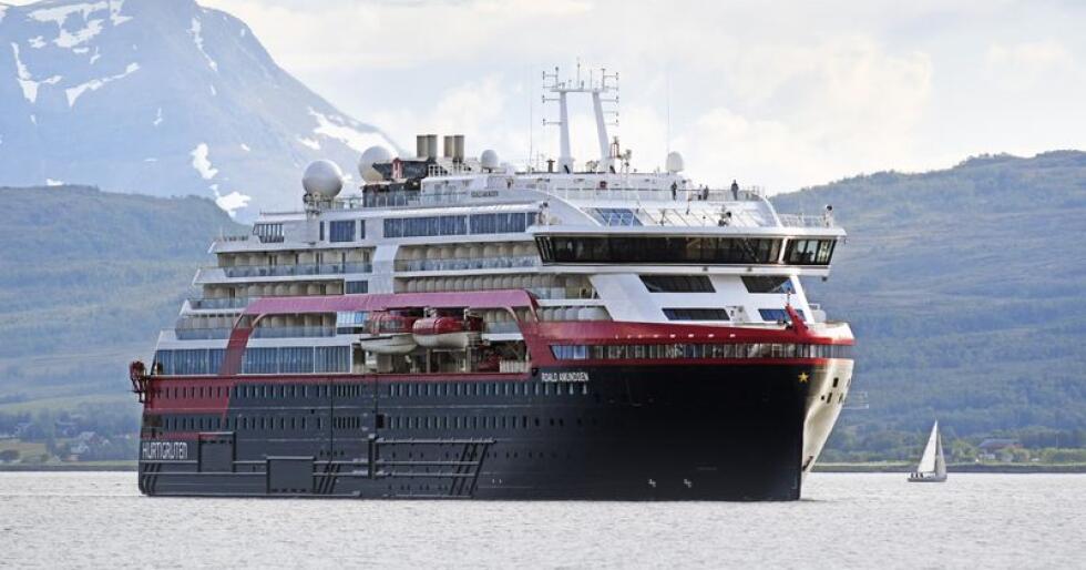 Hurtigrutens nye hybridskip MS Roald Amundsen får i sommar gjennomføre ein omdiskutert seglas. Foto: Rune Stoltz Bertinussen / NTB scanpix / NPK